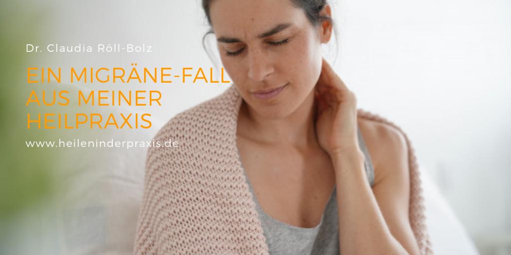 Patientin mit Migräne in der Heilpraxis